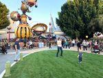 Tomorrowland-disneyland-walls-down-9-1200x900