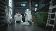 R2-D2 i różowy droid