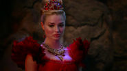 Once Upon a Time in Wonderland - 1x01 - Down the Rabbit Hole - Red Queen 2