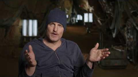"""SOLO Behind The Scenes """"Beckett"""" Woody Harrelson Interview - A Star Wars Story"""