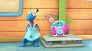Doc-McStuffins-Season-1-Episode-18-Hallie-s-Happy-Birthday--Shark-Style-Toothache