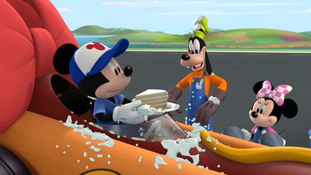Mickey's Big Surprise (Mickey and the Roadster Racers)