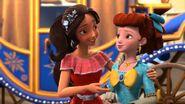 EOA Elena gives tips on friendship to Chloe