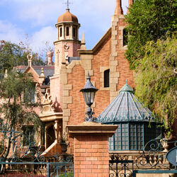 The Haunted Mansion (Magic Kingdom e Tokyo Disneyland)