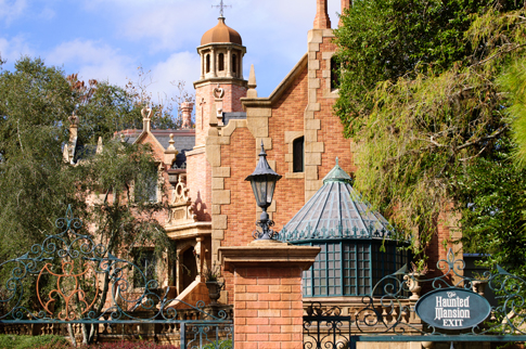 The Haunted Mansion (Magic Kingdom e Tokyo Disneyland)