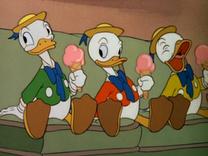 Juanito, Jorgito y Jaimito comen un helado