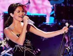 Selena Gomez performs Teen Choice Awards11
