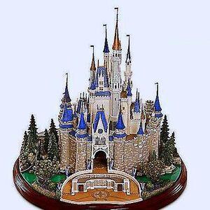 Cinderella's Castle Statue.jpg