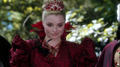 Once Upon a Time in Wonderland - 1x01 - Down the Rabbit Hole - Red Queen 3