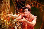 Aladdin-and-Lamp-Ainsley-Melham Photo-By-Deen-van-Meer