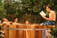 Malcolm-in-the-Middle-5x10-Hot-Tub-MITMVC-1