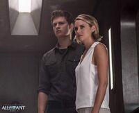 Still Leal Tris y Caleb