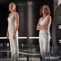 Still Leal Tris y Christina