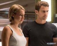 Tris y Tobias Still Leal febrero