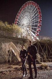 Tris y Tobias en la rueda.jpg