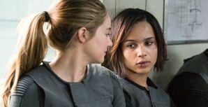 Triss y Christia en el tren.jpg