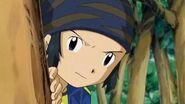 Kouji escucha unas voces de unos digimon - Latino-1
