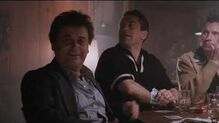 Buenos Muchachos (1990) Audio Latino Doblaje 1 - Tommy molesta a Spider