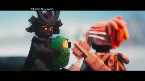 "LEGO® NINJAGO® - Lloyd Héroe 30"" - Oficial Warner Bros"