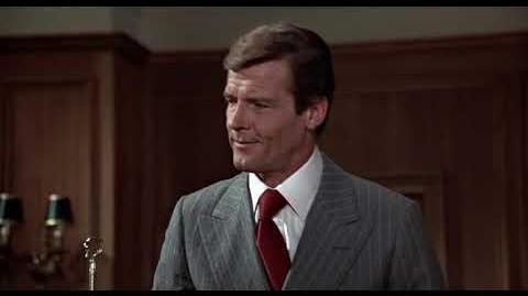 007 El hombre del revolver de oro (1974) Doblaje original