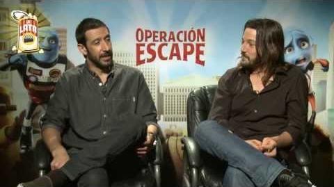 Diego Luna y Chema Yaspik Close Up a Operación Escape