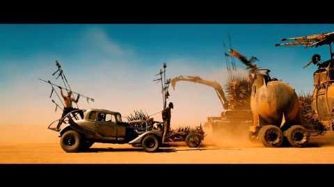 Mad Max Furia En El Camino - Trailer 2 doblado