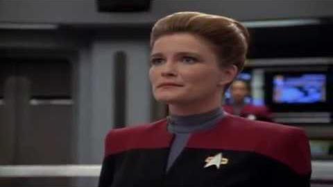 Ángeles Bravo como la Capitán Janeway,