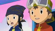 Takuya y kouji ven como tommy juega como Monzaemon - Latino