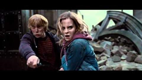 """""""Harry Potter y Las Reliquias de la Muerte 2"""". Trailer Oficial. Oficial Warner Bros"""