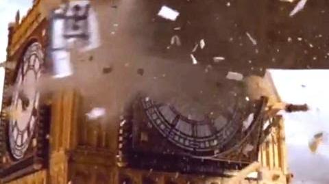 Spaceship_crashes_into_Big_Ben_-_Doctor_Who_-_Aliens_of_London_-_Series_1_-_BBC