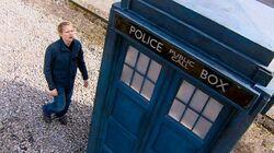 Elton e a TARDIS.jpg