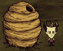 Wilson al lado de la Colmena Gigante