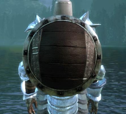 Большой деревянный круглый щит