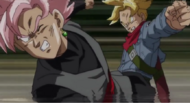 Trunks golpea a Black.png