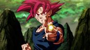 Son Goku dispara un Rayo de Dedo