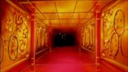 Un pasillo en el interior del palacio