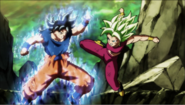 Goku luchando con Kefla 2