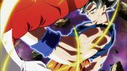 Son Goku golpea a Jiren