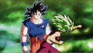 Goku esquiva a Kefla con facilidad 2