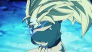 Kuu-Zen-Zetsu-Go Goku Super saiyajin prepara un kamehameha