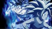 Goku se escabulle con velocidad detrás de Kefla