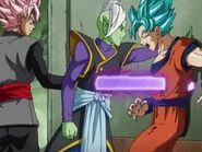 Atraviezan a Goku