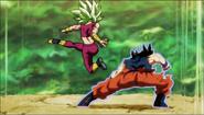 Goku esquiva los golpes de Kefla