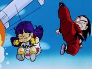 Goku y Arale vs Tao