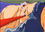 Goku le clava el Baculo Sagrado