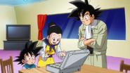 Goku enseñando el dinero a Chi-Chi