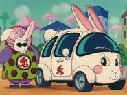 EP09DB Jefe Conejo junto a su Automovil