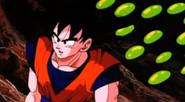 Goku con Enzimas detrás