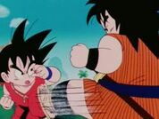 Yajirobe vs Goku