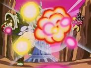 Goku atacando de Baby Vegeta Ozaru Dorado